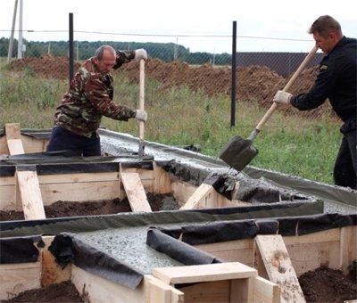 Как правильно залить ленточный фундамент бетоном