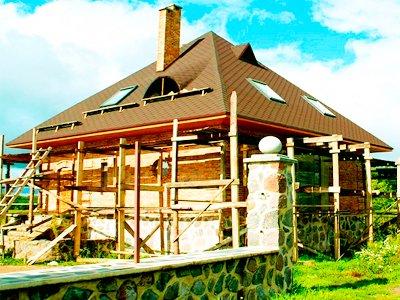 Шатровая крыша с чердачными окнами