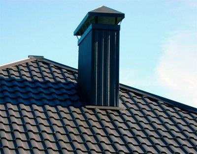 Один из способов как заделать трубу на крыше из металлочерепицы